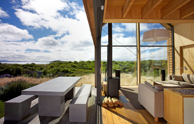 taieri mouth house 85m2 taieri mouth huge horizons of outstanding natural beauty contrast with the modesty of this small beach side home - Small House Living