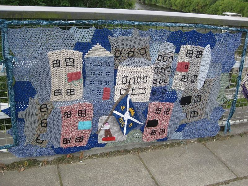 The elderly guerilla knitters who yarnbombed their town   RNZ