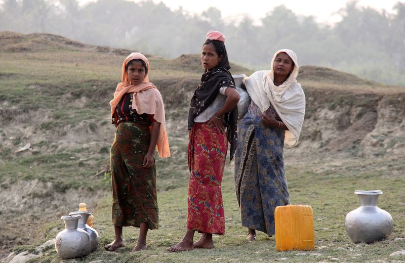 Full 2 sittwe village women collecting water