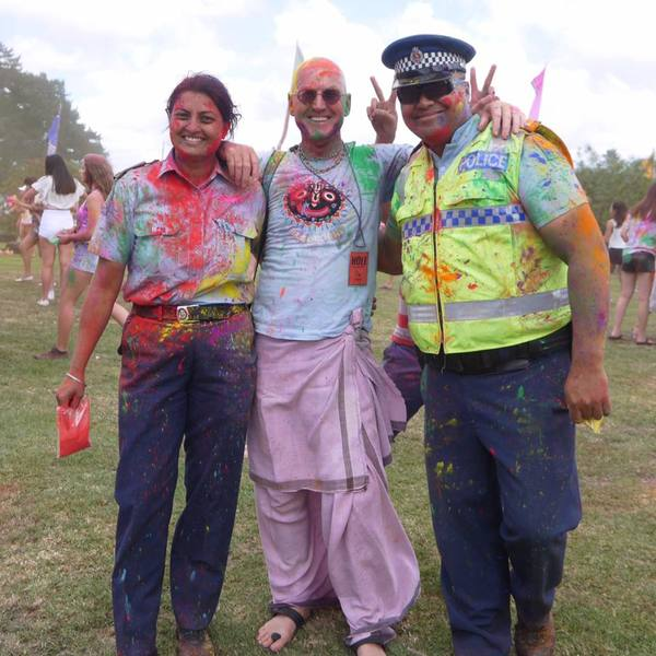 Full constable mandeep kaur %28left%29 at festival of colours in auckland