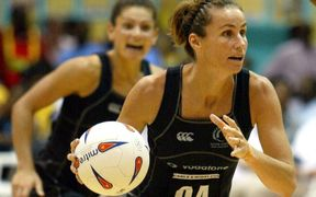 Tania Dalton in action for the Silver Ferns.