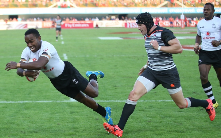 Waisea Nacuqu dives over for a try during the 2016 Dubai Sevens.