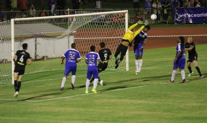 Team Wellington kept the opposition keeper busy against Hienghène Sport in Koné.