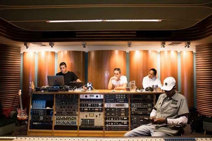 Mike Elizondo - Producing hip hop's biggest names | RNZ