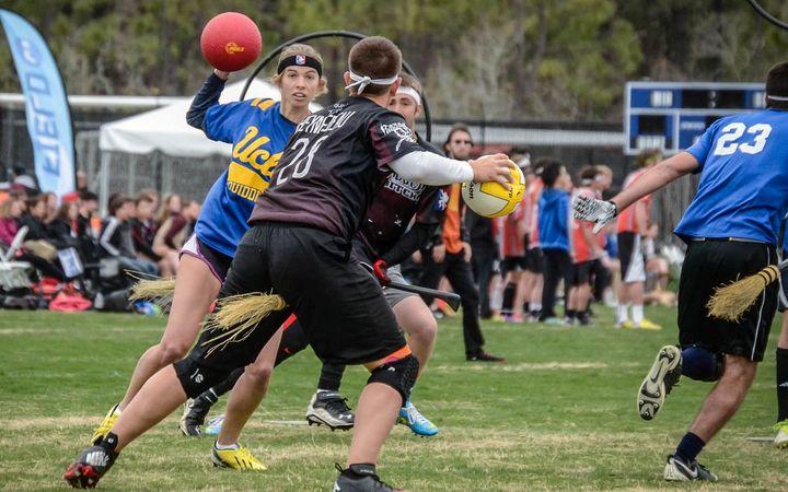UCLA contre l'Arkansas à la Coupe du monde de Quidditch 7 le 6 avril 2014 à North Myrtle Beach, Caroline du Sud.
