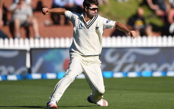 Colin de Grandhomme helped reduce South Africa to 94-6 but the Black Caps were unable to capitalise.