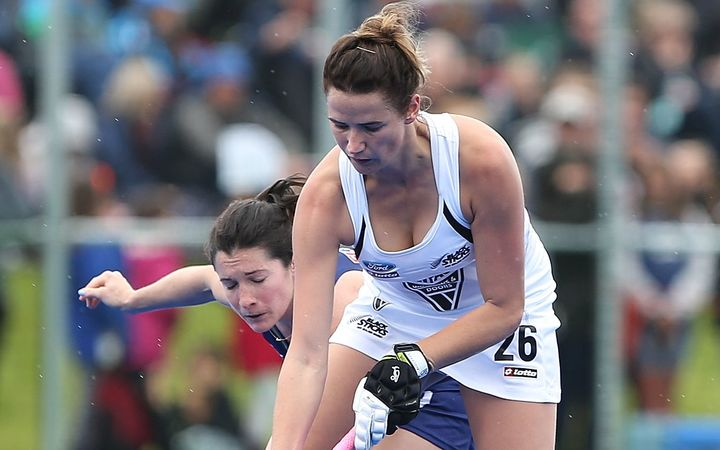 Pippa Hayward of Black Sticks battles with Michelle Vittese of USA.