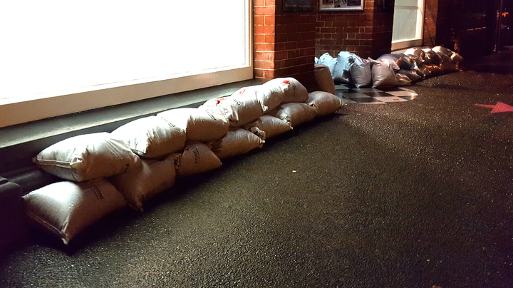 ex-Cyclone Debbie: Sandbagging at Taupo Quay in Whanganui on 4 March 2017.
