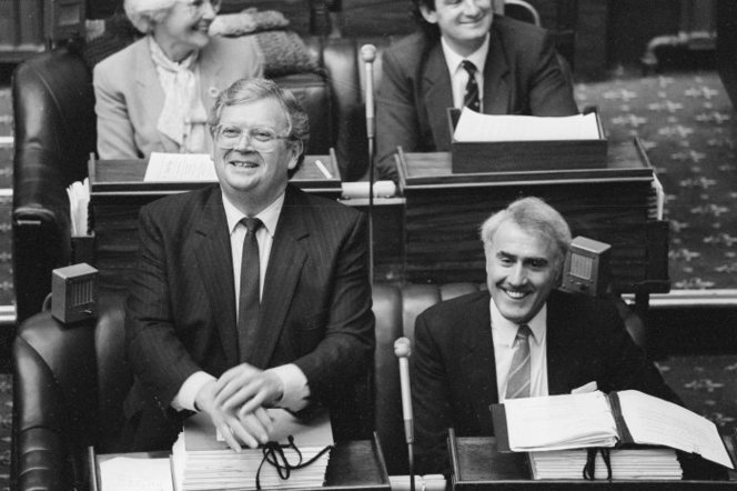 The day David Lange (left) steps down as Prime Minister. His successor Geoffrey Palmer (right) sits beside him, 1989.