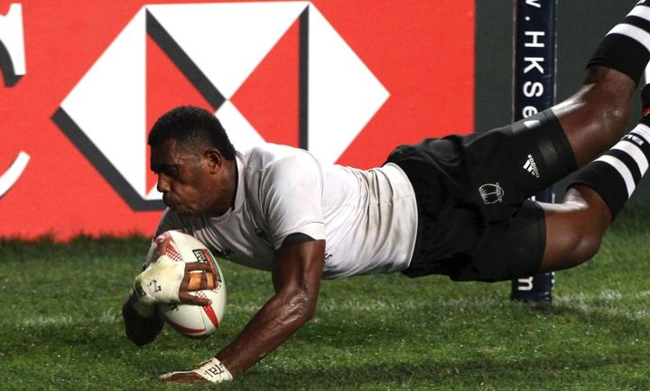 Kalione Nasoko scores one of his two tries in the 2017 Hong Kong final