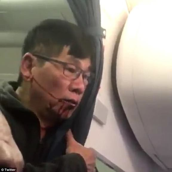 United CEO: not to fire employees involved in passenger-dragging incident