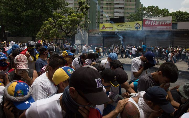 Venezuela: Teen and woman shot dead in protests