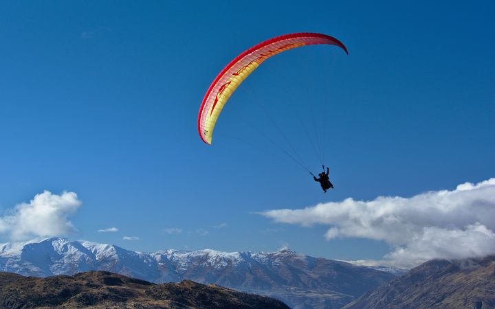 Paragliders risking lives for social media - Association | RNZ News