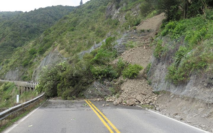 A smaller slip at the Ashhurst end. Manawatu Gorge
