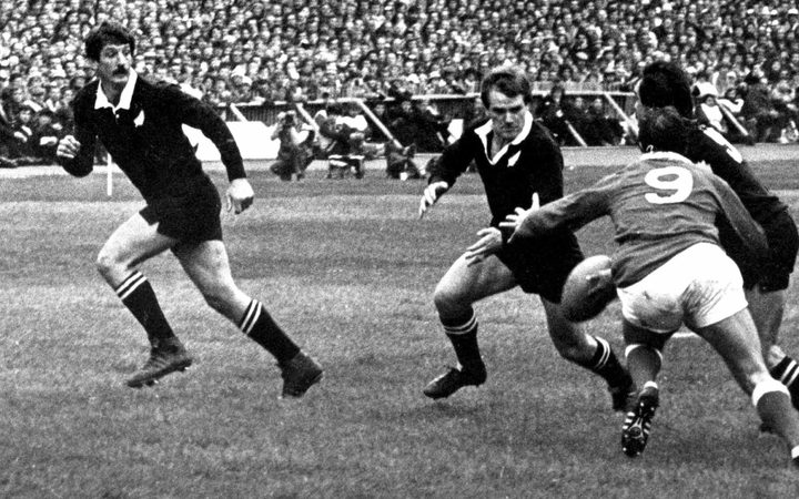 Doug Rollerson about to receive a pass from halfback Dave Loveridge against Wales in 1980.