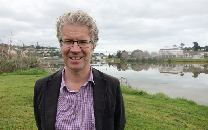 Whanganui mayor Hamish McDouall says it is premature to be talking about removing homes.
