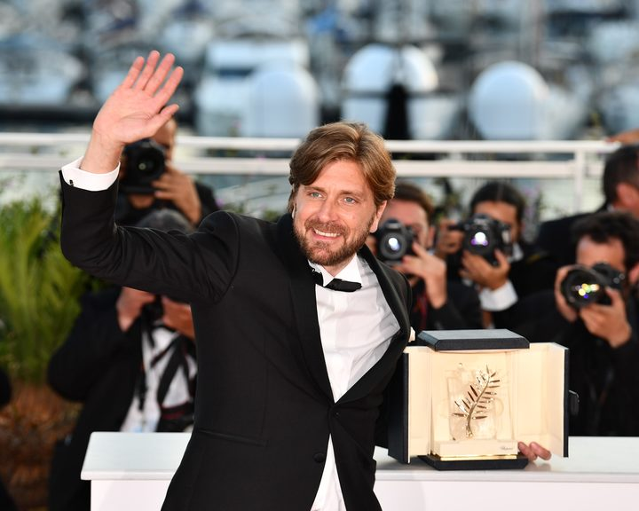 Swedish director Ruben Ostlund with the Palme d'Or for his film The Square, a satire on the art world.
