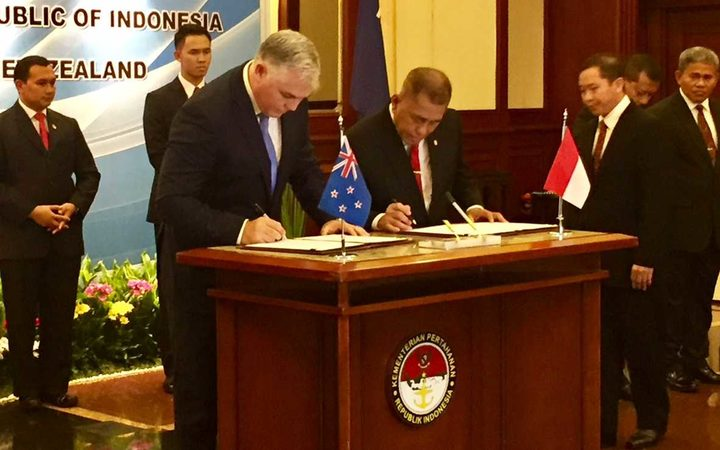 Defence Minister Mark Mitchell and his Indonesian counterpart, Ryamizard Ryacudu sign the Joint Statement on Defence Relations in Jakarta
