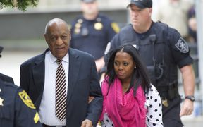 Bill Cosby arrives with actress Keshia Knight Pulliam (R) at the Montgomery County Courthouse before the opening of the sexual assault trial June 5, 2017 in Norristown, Pennsylvania.