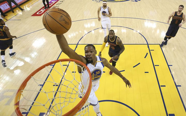Warriors' late rally buries Cavs in 3-0 NBA Finals hole