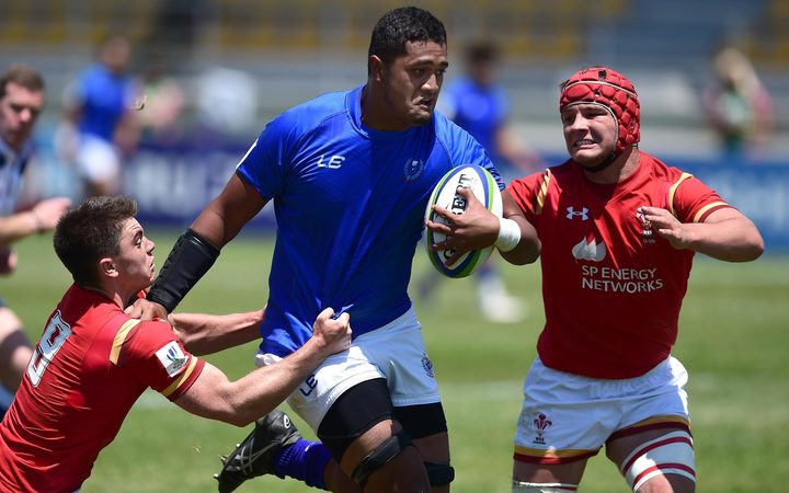 Samoa number eight Sione Tuipolotu is surrounded by Welsh defenders.