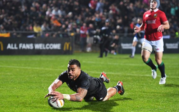 Liam Messam scores a try.