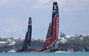 Team New Zealand in their first race of the America's Cup final.