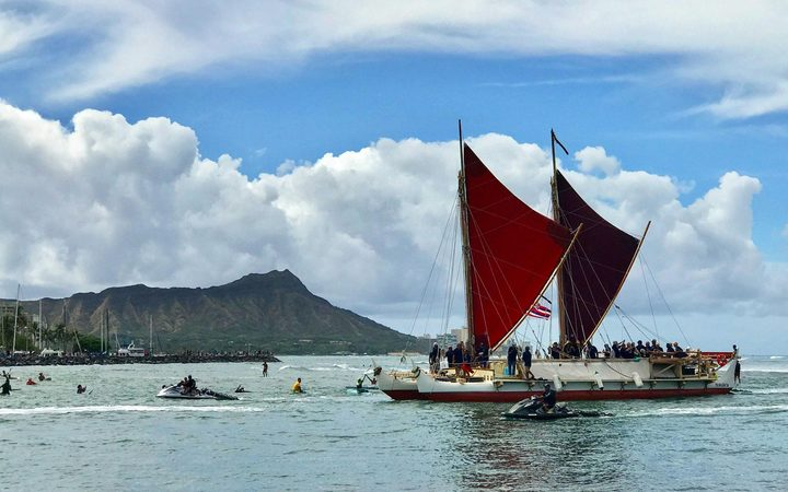Hokule'a returns home to Hawaii