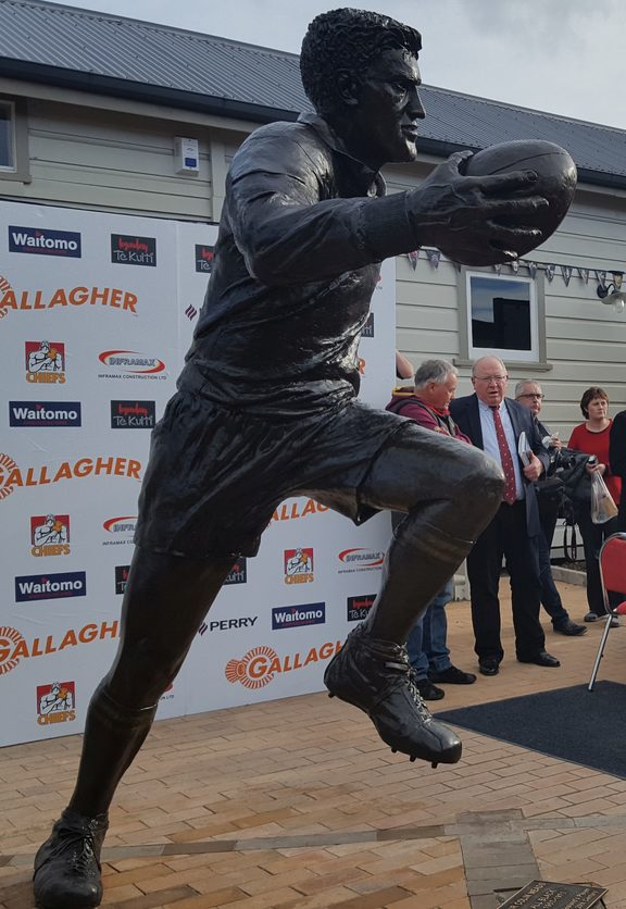 The statue of Colin Meads unveiled in Te Kuiti today.