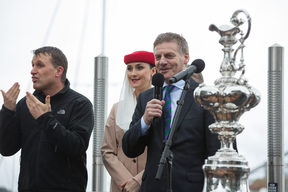 Bill English speaking at the parade held in Auckland to welcome Team NZ home, 6 July 2017.