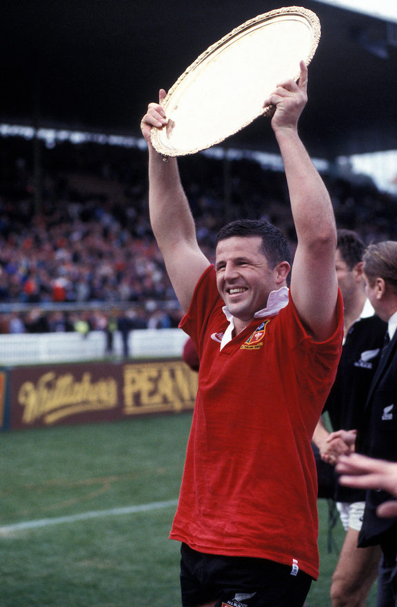 Sean Fitzpatrick lifts the series trophy, British & Irish Lions v New Zealand All Blacks, 3rd Test, Eden Park, Auckland. NZ won 30 - 13. 3 July 1993