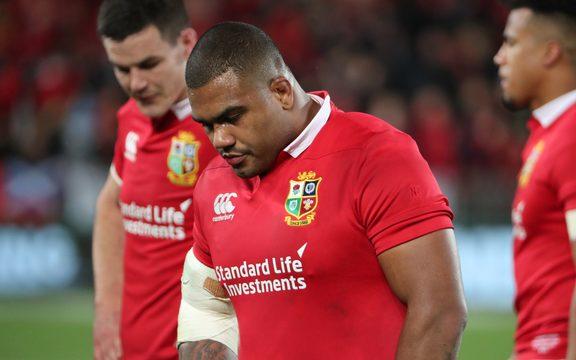 Los leones británicos e irlandeses apoyan a Kyle Sinclair.