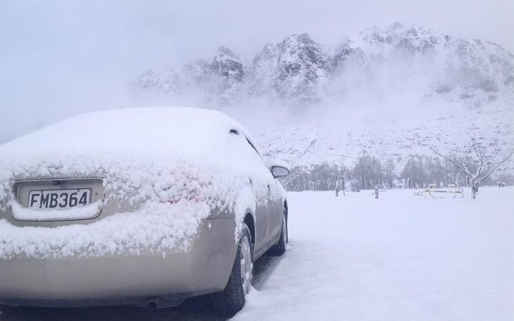 Another pic from Pete Van Berkel of snow near Kingston in Otago.