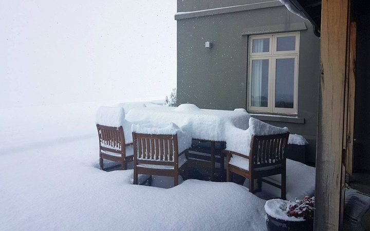 Snow in the Manawatu has cut power to thousands of homes.