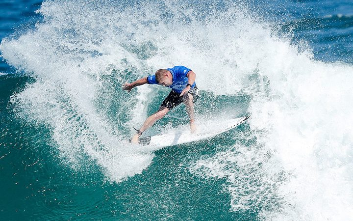 Mick Fanning announces retirement from surfing