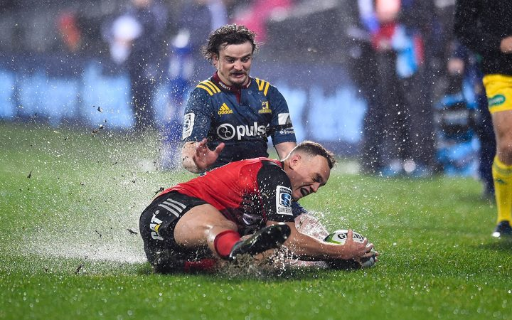 Israel Dagg fields the ball under pressure from Richard Buckman