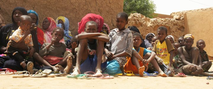Displaced women and children in Mali