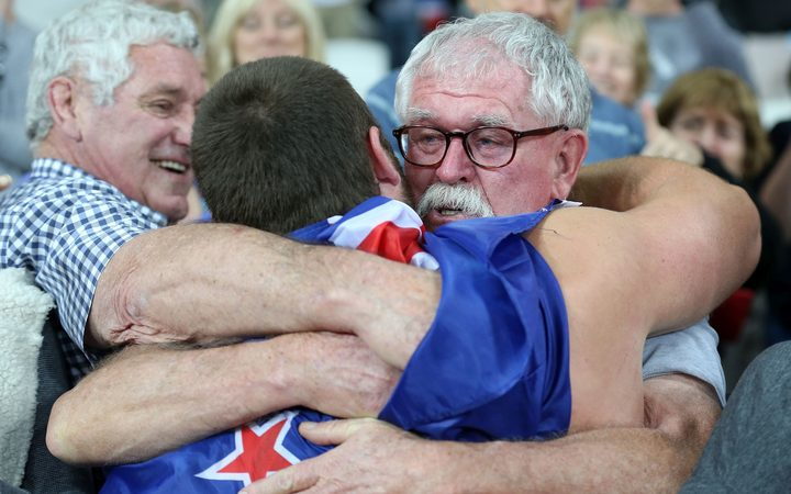 Tom Walsh embraces his dad Peter after winning the shot put world title in London.