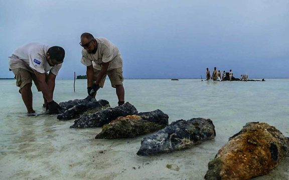 The team from CGD collects 70-year-old 200mm projectiles from the wreckage of a barge in Peleliu, Palau.