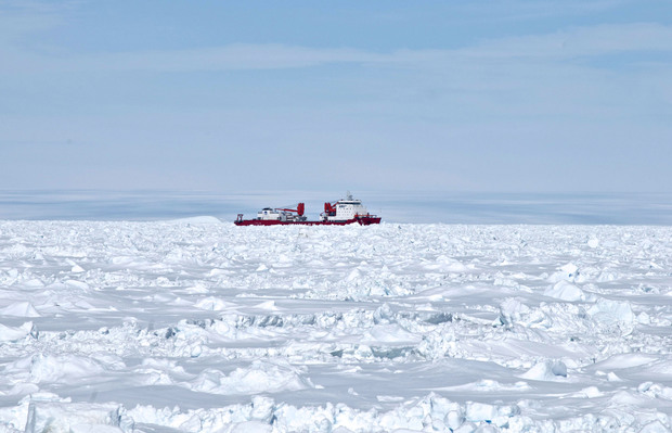 The Xue Long couldn't make it through the ice to reach passengers on the Russian ship.