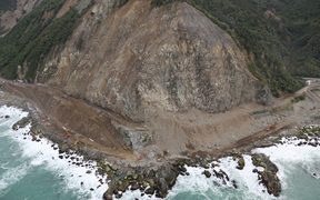 Crews clearing slips along State Highway 1 north of Kaikōura have been able to pass the Ohau Point slip from both sides for the first time today.