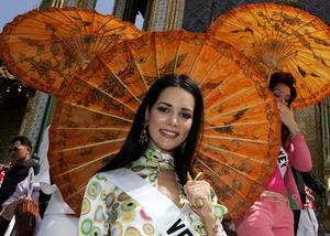 Monica Spear in Bangkok ahead of the Miss Universe pageant in 2005.