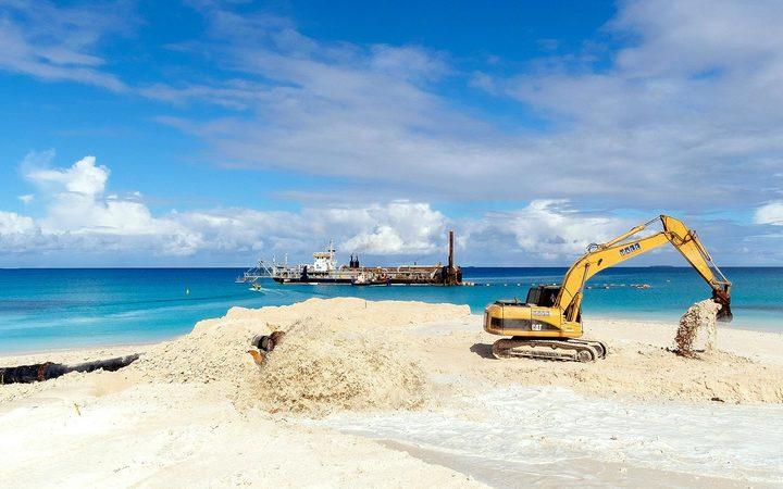 Tuvalu buys 5000 tonnes of rock from Nauru