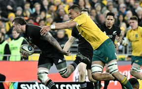 Wallabies lock Rory Arnold chasing All Blacks flanker Liam Squire