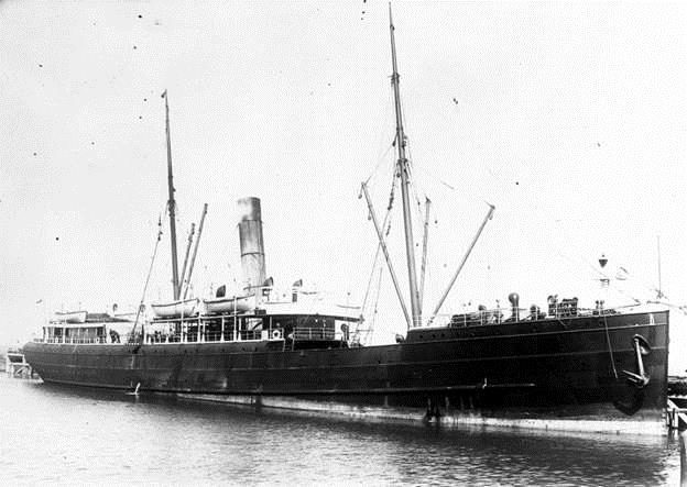 The steamship Talune at the Napier breakwater in 1908.