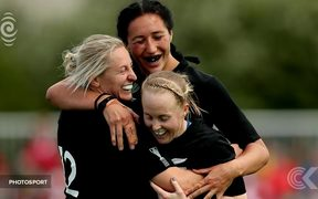 Black Ferns flying home triumphant after beating England: RNZ Checkpoint