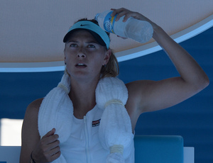 Maria Sharapova tries to keep cool.