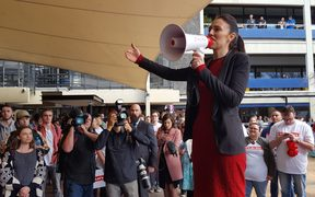 Jacinda Ardern hit the campaign trail again at Auckland University.