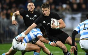 Beauden Barrett tries to breach the Pumas defence.