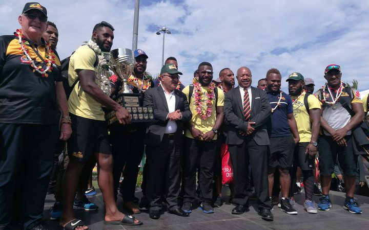 PNG Prime Minister Peter O'Neill and Governor of the National Capital District Powes Parkop celebrate with the Hunters team.